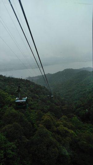 弥山のロープウェーからの景色