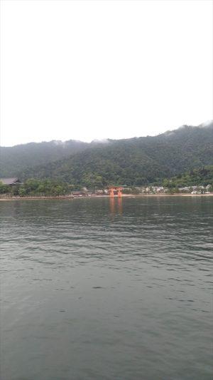フェリーから見た宮島
